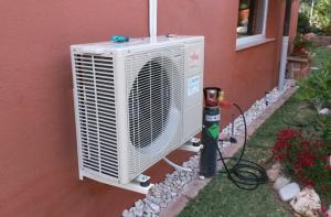 Air conditioner installation for living room 6 KW heating power