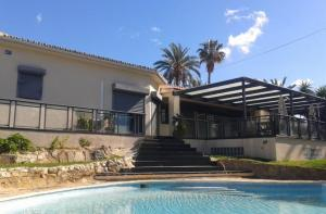 Marbella Calahonda, installation of pool heat pumps for constant water temperature