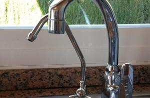 Estepona Installation of reversible osmosis water filter system with seperate water tap for water purifying. 5 litrr tank